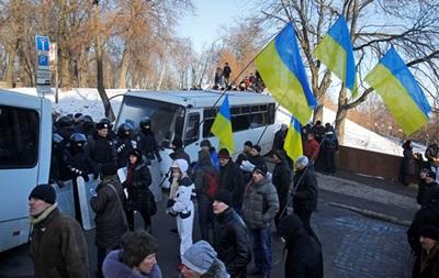 Более 5 тыс. человек записались в отряды самообороны на Евромайдане