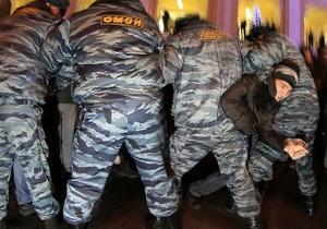 В Москве и Петербурге задерживают участников митингов оппозиции
