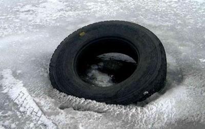 В Запорожской области автомобиль провалился под лед, погибли три человека