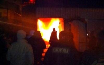 На одном из рынков Киева возник крупный пожар