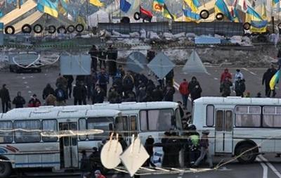 Бойцы спецподразделений заблокировали Майдан Незалежности со стороны Европейской площади