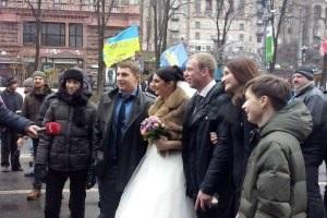 На Евромайдане провели свадьбу, на которой кричали  Слава Украине!