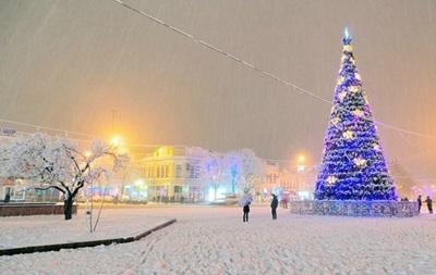 Без Киева. Названы самые нарядные елки Украины