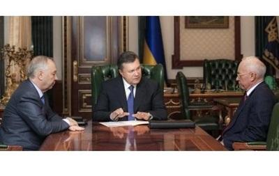 Янукович требует быстрого принятия бюджета от Рыбака и Азарова