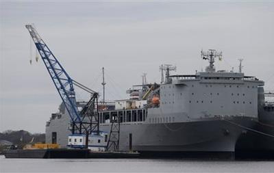США подготовили судно для уничтожения химического оружия из Сирии