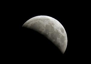 Американские ученые обнаружили, что Луна уменьшается в размере