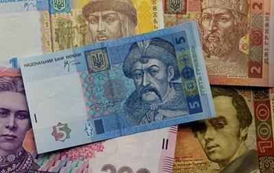 Наводнившая межбанк Украины гривна слабеет к доллару