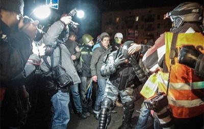 Около 20 беркутовцев пострадали во время столкновений под Святошинским РУВД - МВД
