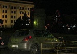 Водитель, который въехал в толпу под елкой в центре Луганска, получил четыре года тюрьмы