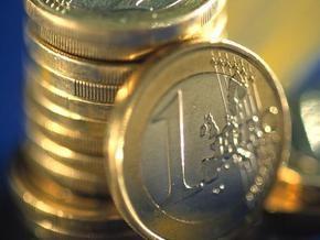 НБУ вновь рекордно повысил курс евро и доллара