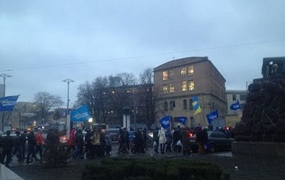 Ночь на Евромайдане прошла спокойно, но в центр Киева утром стягивают силовиков - СМИ