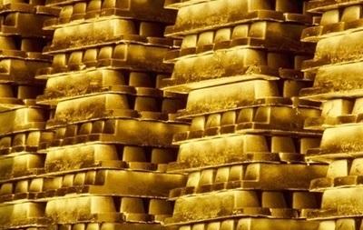 Цена золота на международных рынках снижается