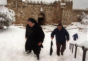 Иерусалим засыпают аномальные снегопады
