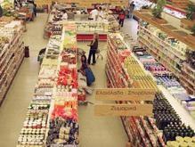Греческие анархисты раздавали прохожим еду из ограбленного супермаркета