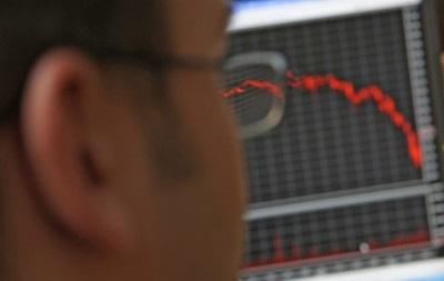 Рынок акций РФ начал торги снижением индексов