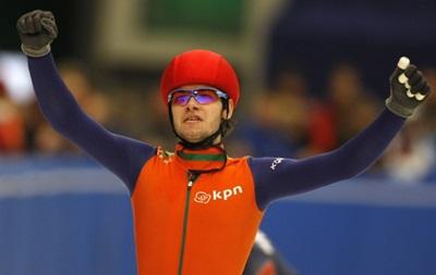 Голландского конькобежца лишили медалей за неприличный жест