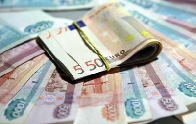 На открытии Московской валютной биржи евро консолидируется