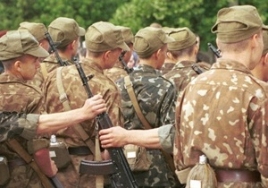 В Харьковском университете ВС офицер за разговор по мобильному отбил солдату селезенку