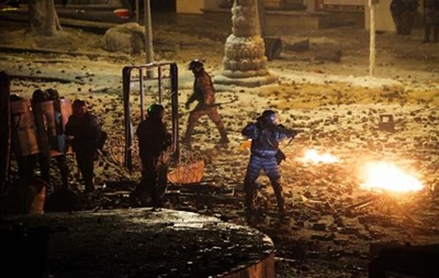 Активисты восстанавливают баррикады у правительственного квартала в Киеве