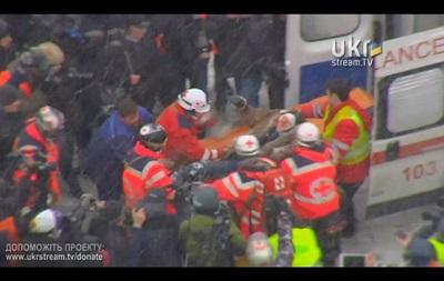 Медики массово увозят раненых из центра Киева – ТВ