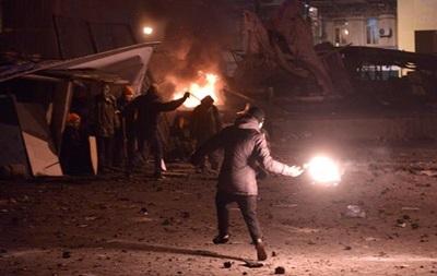 Недалеко от администрации президента летят коктейли Молотова, Лютеранская затянута дымом