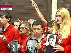 Прокремлевская молодежь пикетировала украинское посольство в Москве