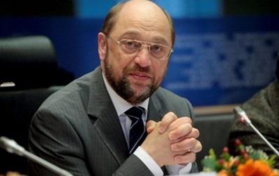 ЕС может заблокировать счета и ввести визовые ограничения, если насилие в Украине не прекратится - Шульц