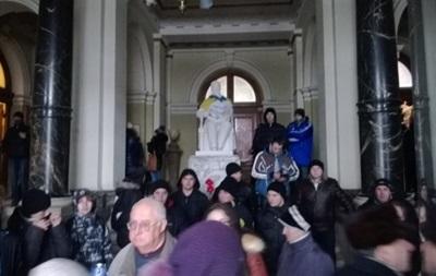 Массовые беспорядки начались по всей Украине