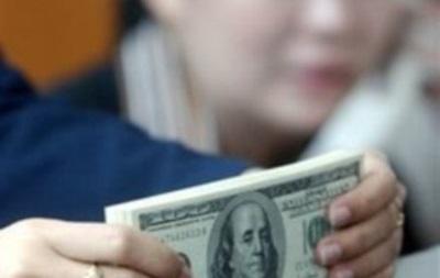 На межбанке цена валюты колеблется незначительно