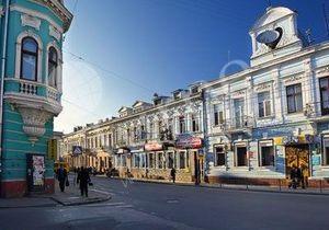 В Тернополе открыли памятники человеку-невидимке, водопроводчику и креслу с драгоценностями