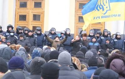 В Виннице штурмуют здание облсовета