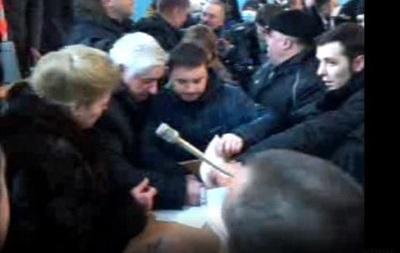 В Виннице митингующие ворвались в облсовет