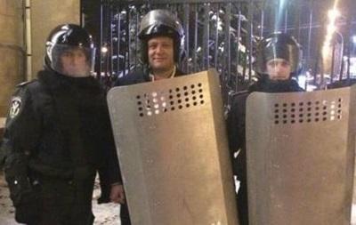 Добкин в форме спецназа сфотографировался с бойцами внутренних войск