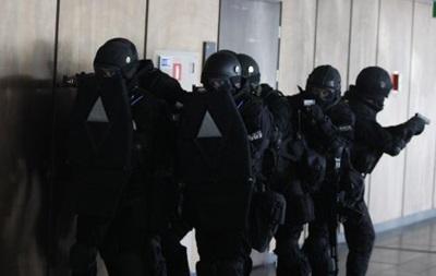 В Днепропетровске идет штурм здания ОГА, есть раненые