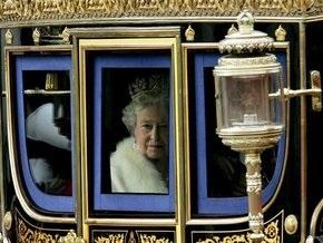 На 8 марта Елизавете II подарили карету в алмазах и сапфирах