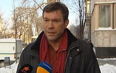 Азаров подал в отставку ради мирного разрешения политического кризиса в стране.