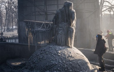 Фотогалерея. Спортивные кадры недели: Спасение памятника Лобановскому и зажигательная красотка