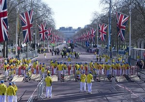 Взрывы в бостоне: На марафоне в Лондоне почтили жертв бостонских бомб
