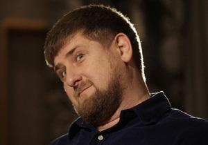 Предложение Кадырова об ограничении выезда касается экс-чиновников - пресс-секретарь