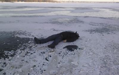 В Киеве мужчина прыгнул с моста Метро и разбился о лед
