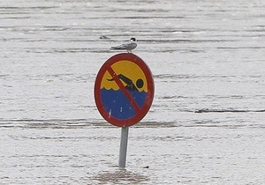 Из-за стихии в Британии целые улицы превратились в реки