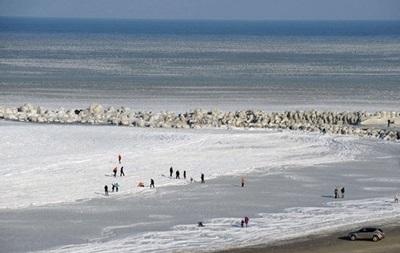 Одесские спасатели призывают граждан воздержаться от прогулок по замерзшему морю