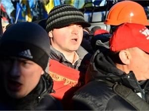 В Черновцах активисты снимают осаду ОГА и разбирают баррикады