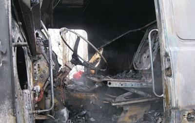 У Києві за ніч згоріли два вантажні автомобілі