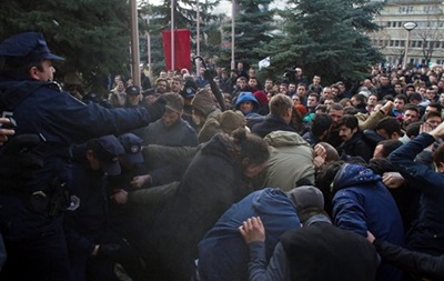 МИД рекомендует украинцам в Косово не участвовать в массовых демонстрациях