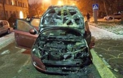 В Киеве на Борщаговке ночью загорелся автомобиль