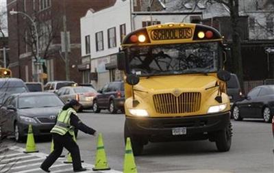 В Нью-Йорке столкнулись карета скорой помощи и школьный автобус