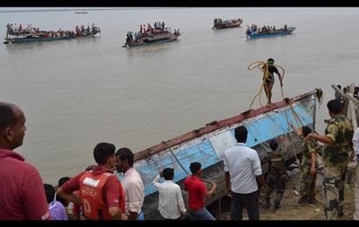 В результате крушения парома в Индии, погибли минимум 13 человек