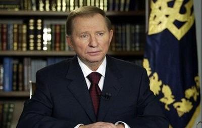 Кучма выступает за скорейшее возвращение Конституции 2004 года и децентрализацию власти