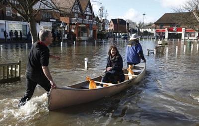 Темза затопила пригороды Лондона